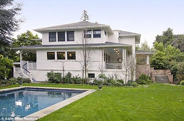 billionaires_modest_house_zuckerberg_buzznfun.com
